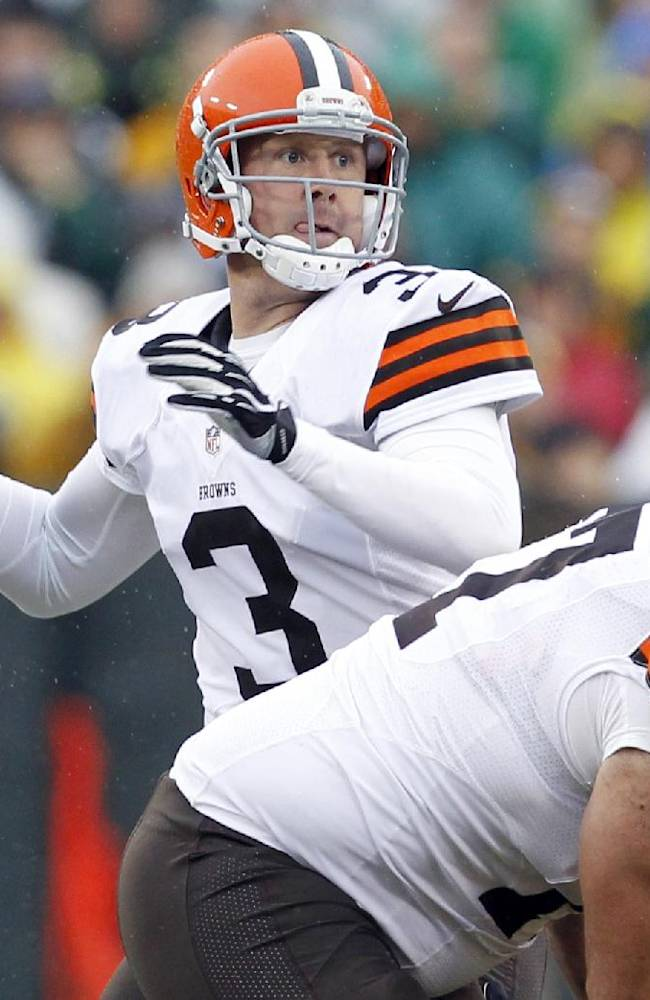 Cowboys add QB Weeden to mix with Romo, Orton