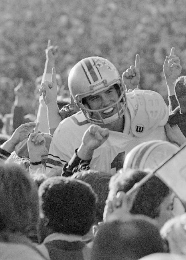 Woody Hayes' punch still resounds 35 years later