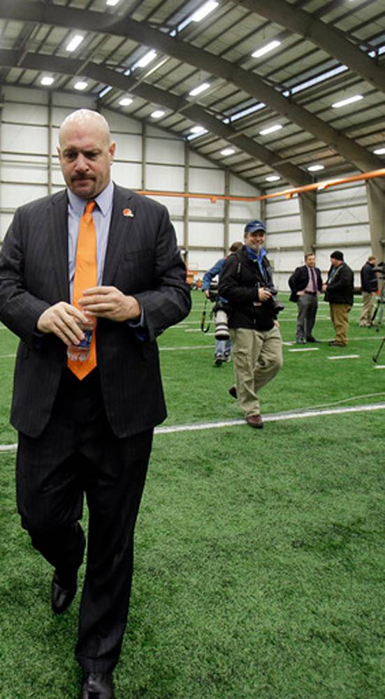 Browns' Pettine focused on assembling staff