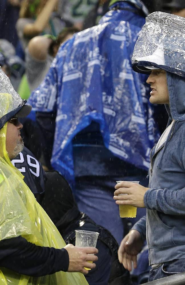 Storm causes delay of 49ers-Seahawks game