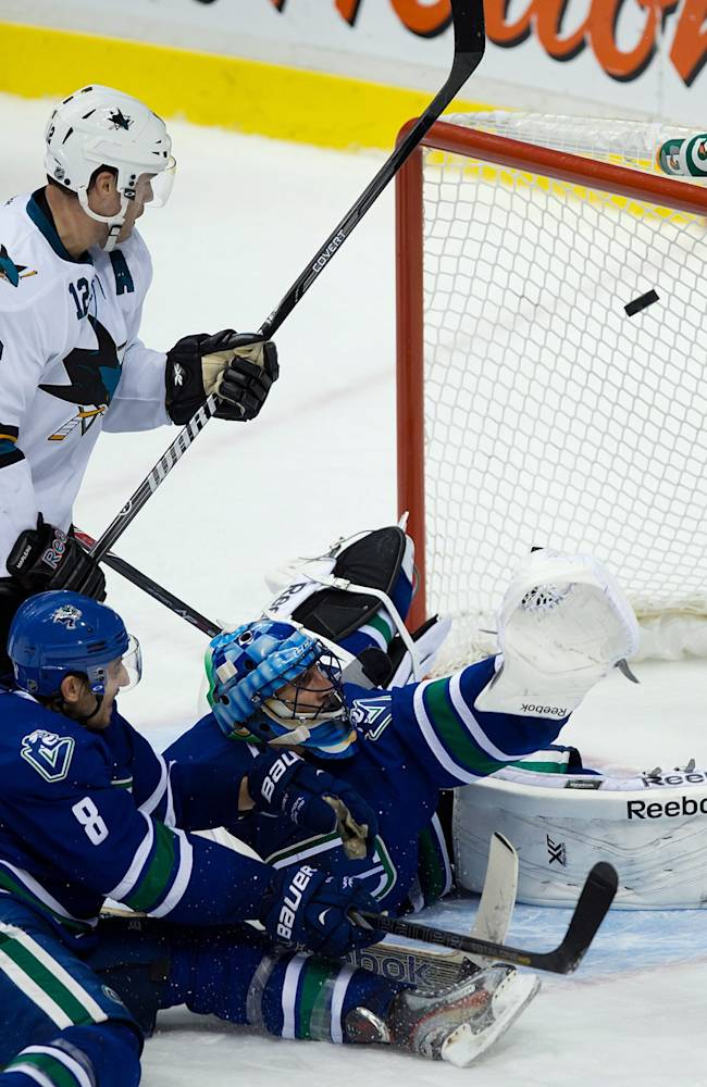 Boyle scores PP goal in OT, Sharks top Canucks 2-1