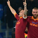 Totti urges De Rossi to stay at Roma