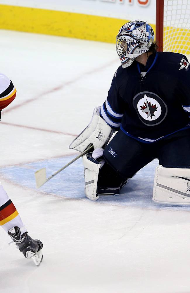 Monahan's SO goal lifts Flames over Jets