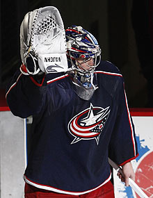 Blue Jackets goalie Steve Mason waves to the crowd after beating the Canucks and being named the game's first star on Tuesday night.