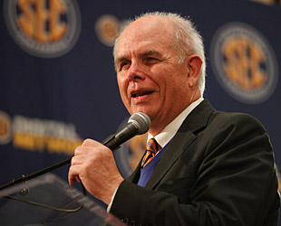 Florida president Bernie Machen is on the BCS Presidential Oversight Committee. (AP)