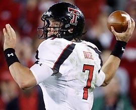 Quarterback Seth Doege's four TD passes helped Texas Tech snap Oklahoma's 39-game home winning streak.