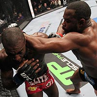 Rashad Evans (right) put together an impressive win over Phil Davis.