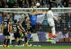 Valencia's goalkeeper Vicente Guaita (C) jumps for the ball