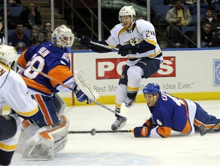 Nashville Predators' Matt Halischuk, Center, Scores