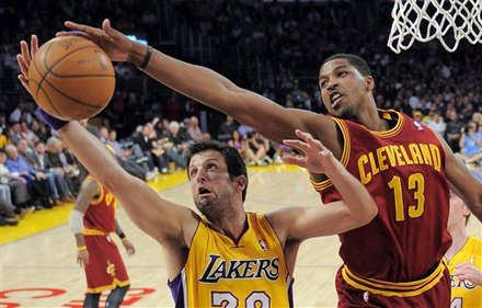 Los Angeles Lakers  Forward Jason Kapono, Left, And Cleveland Cavaliers Forward Tristan Thompson Go