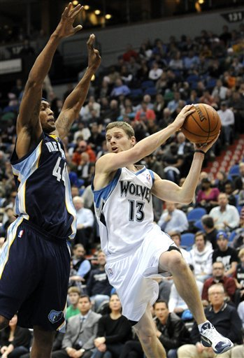 Memphis Grizzlies' Dante Cunningham, Left, Defends As Minnesota Timberwolves' Luke Ridnour (13) Drives Under The Basket