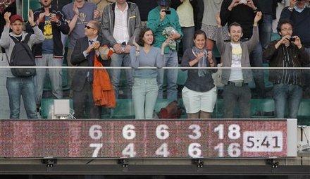Spectators Applauds