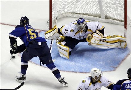 St. Louis Blues' David Perron, Left, Scores