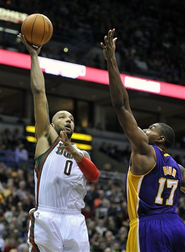 Milwaukee Bucks' Drew Gooden (0) Shoots