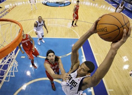 Dallas Mavericks' Brandan Wright (34) Gets