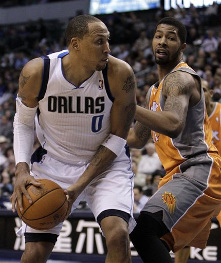 Dallas Mavericks' Shawn Marion (0) Moves