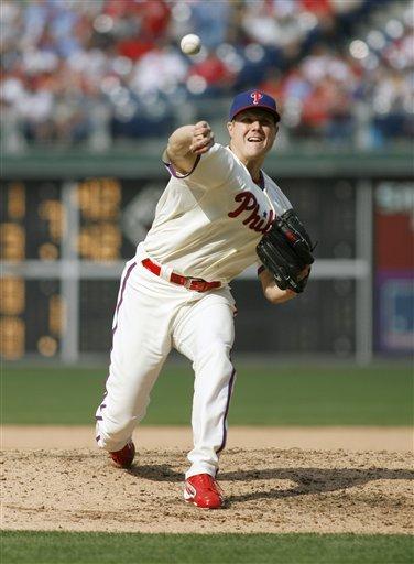 Philadelphia Phillies Pitcher Jonathan Papelbon Throws