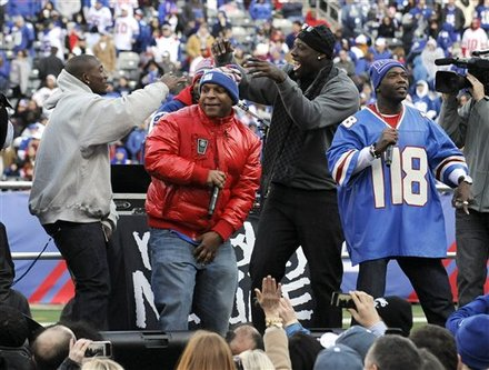 New York Giants' Jason Pierre-Paul, Center Right, Dances