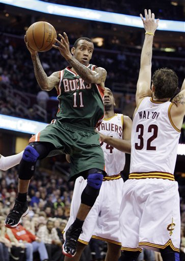 Milwaukee Bucks' Monta Ellis (11) Passes