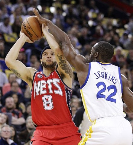 New Jersey Nets' Deron Williams (8) Shoots