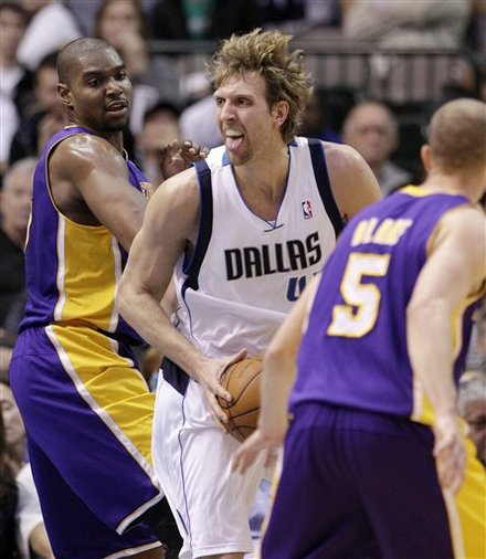 Los Angeles Lakers' Andrew Bynum, Left, And Steve Blake (5) Defend Against A Drive To The Basket By Dallas Mavericks'