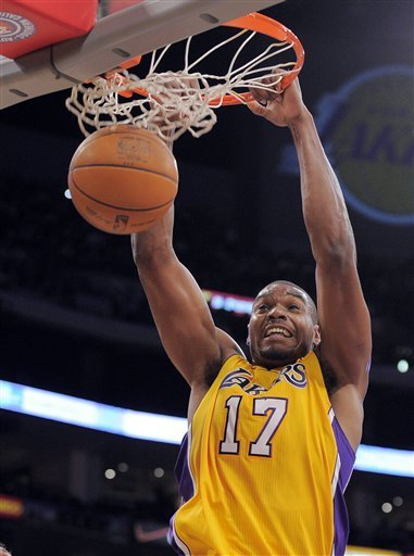 Los Angeles Lakers Center Andrew Bynum (17) Dunks