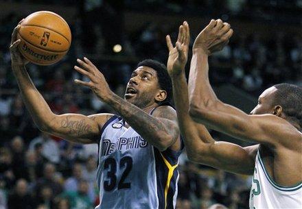 Memphis Grizzlies' O.J. Mayo (32) Shoots