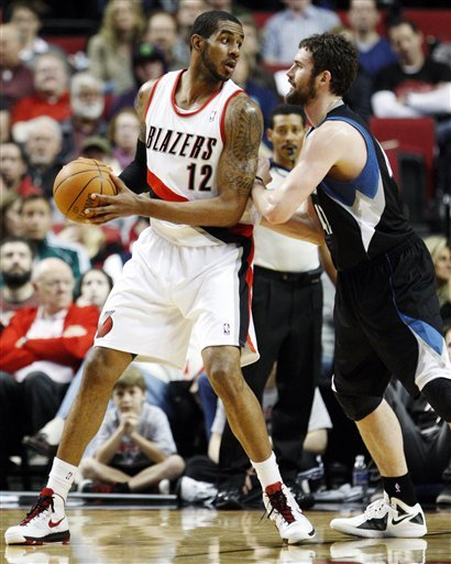 Minnesota Timberwolves' Kevin Love, Right, Defends