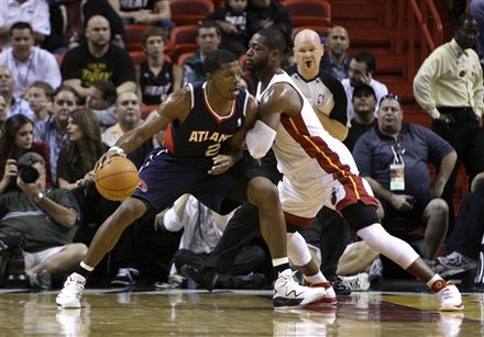 Atlanta Hawks' Joe Johnson (2) Tries