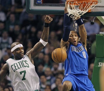 Dallas Mavericks Forward Shawn Marion Dunks