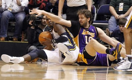 Utah Jazz Forward Paul Millsap (24) And Los Angeles Lakers Forward Pau Gasol (16) Scramble For A Loose Ball