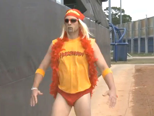 Tim Byrdak crashes Mets camp dressed as Hulk Hogan