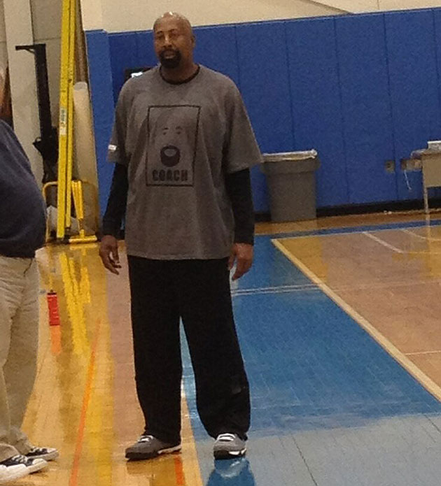New York Knicks coach Mike Woodson has a T-shirt with his own face on it (PHOTO)