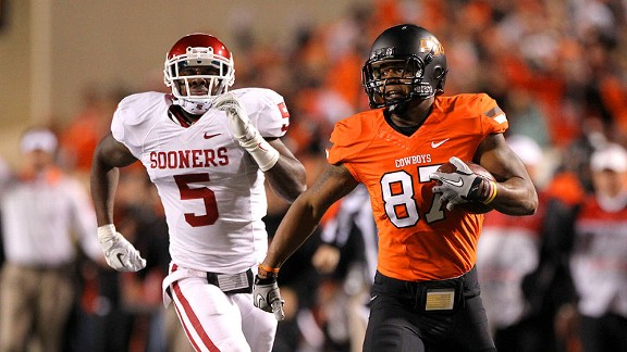 Tracey Moore eludes Oklahoma linebacker Joseph Ibiloye at Bedlam in Boone Pickens Stadium on December 3rd, 2011