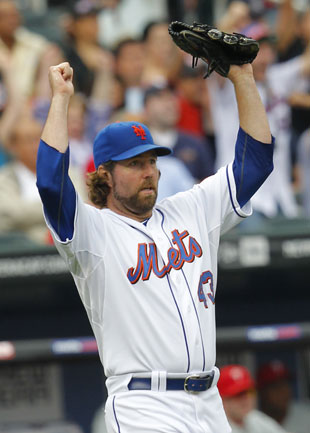 The Mets aren't fans of R.A. Dickey's mountain climbing plans