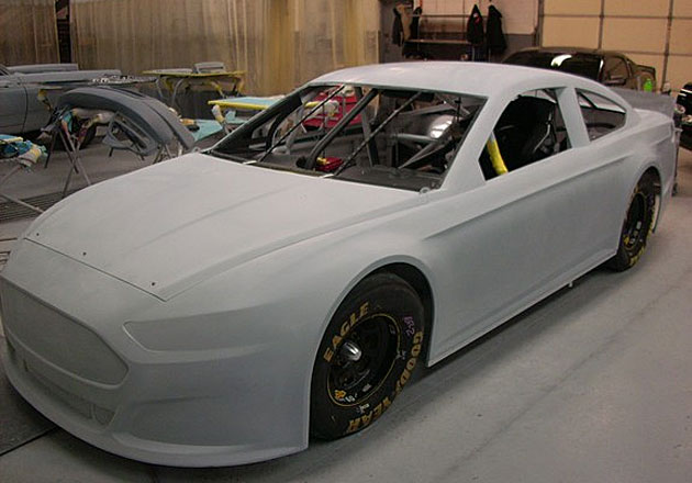http://l.yimg.com/j/assets/p/sp/editorial_image/bf/bf89d6c1eac72299900ab01e8842a892/get_your_first_look_at_the_ford_fusion_nascar_will_use_in_.jpg