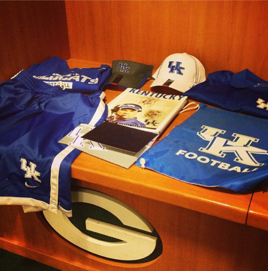 Stoops sends gear to former players