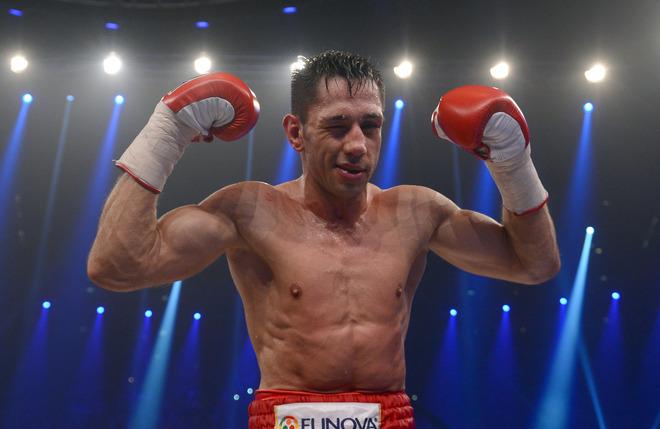 Феликс Штурм одерживает победу над Себастьяном Жбиком