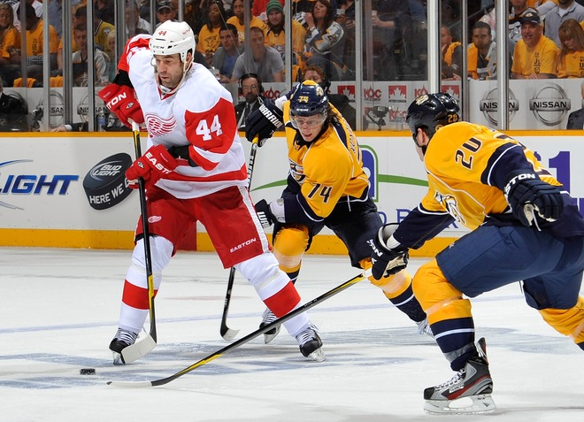 Todd Bertuzzi #44 Of The Detroit Red Wings Carries The Puck In Front Of Sergei Kostitsyn #74 And Ryan Suter #20 Of The