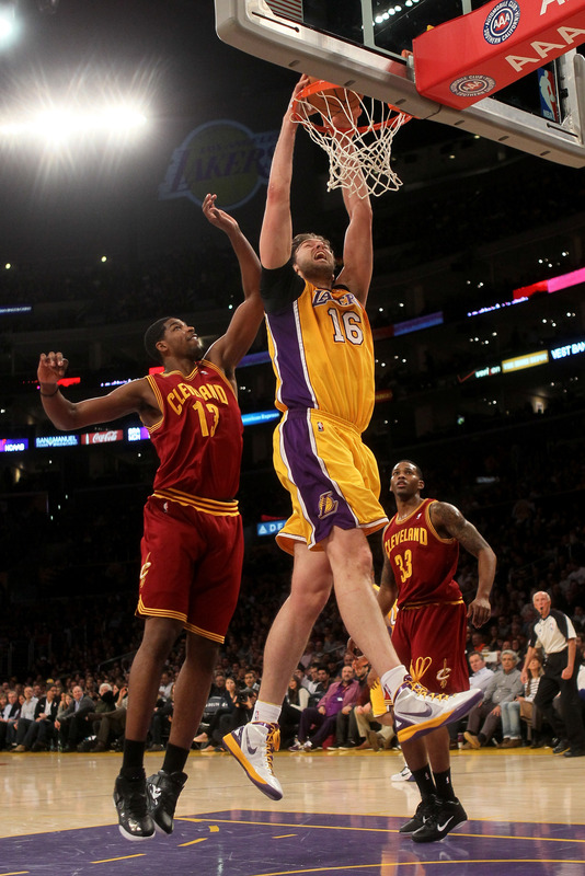 Pau Gasol #16 Of  The Los Angeles Lakers Dunks