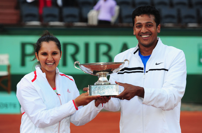 Sania Mirza And Mahesh Bhupathi Of India Pose With The Winners