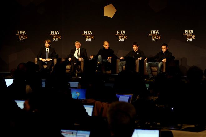(R To L) Xavi Of Barcelona, Lionel Messi Of Barcelona, Barcelona Coach Pep Guardiola And Manchester United Coach Sir