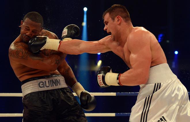 Денис Бойцов одерживает победу над Домиником Гуинном