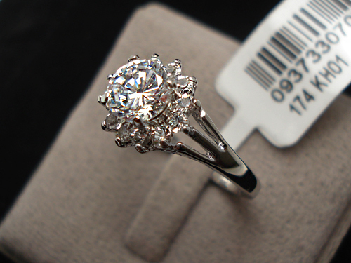 Brilliant 1ct studded Flower
