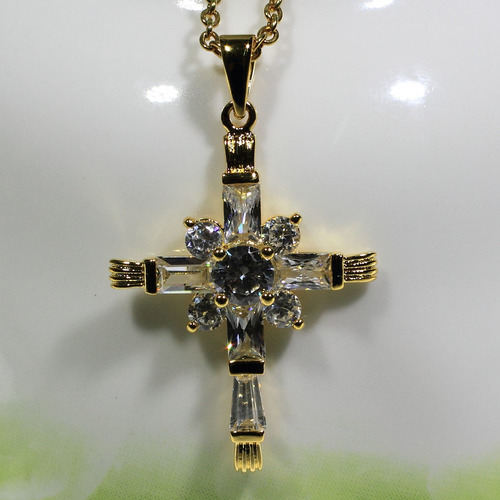 Super Shinning 14k gold manual mosaic diamond cross pendant necklace