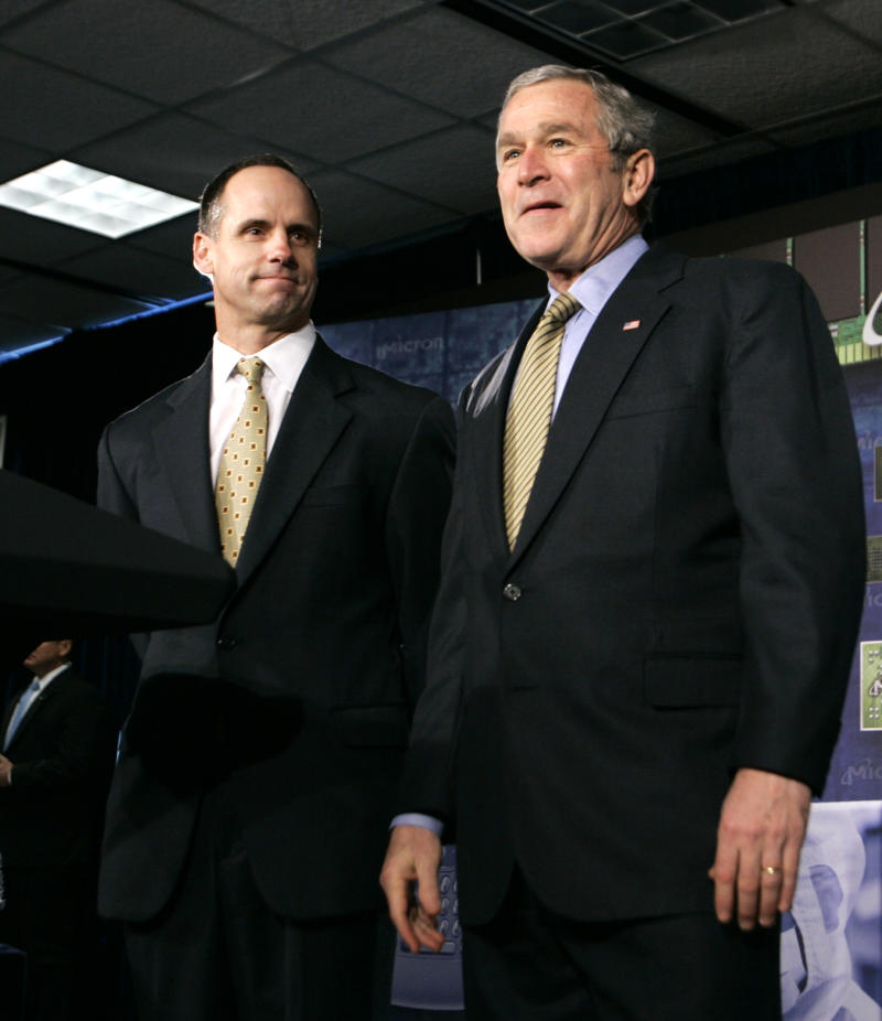 President Bush, right, is introduced by Micron Chief Executive Officer Steve Appleton before he spoke about the economy at Micron Technology, a computer chip manufacturing company, in Manassas, Va., Tuesday, Feb. 6, 2007. (AP Photo/Charles Dharapak)
