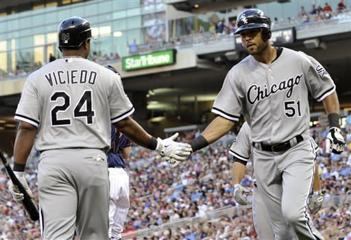 Floyd helps White Sox top Twins 3-2