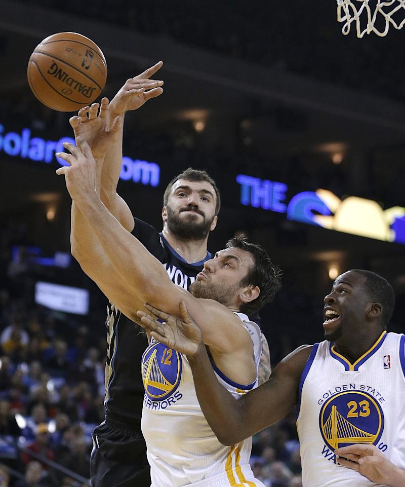 Martin's shot lifts Wolves over Warriors, 121-120