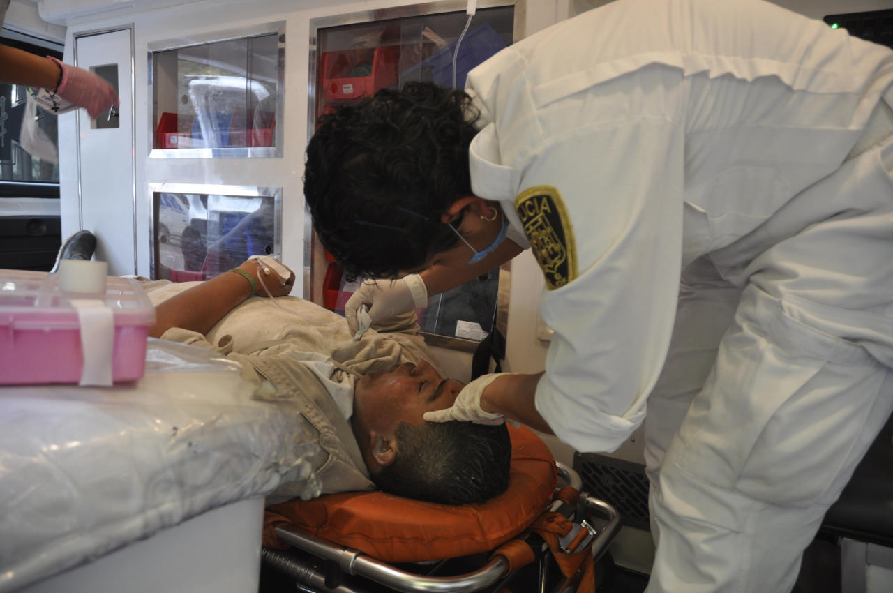 An emergency worker treats an injured worker of Mexico's state-owned oil company PEMEX after an explosion at an adjacent building to the executive tower of PEMEX in Mexico City, Thursday Jan. 31, 2013. A large explosion occurred in the lower floors of the building and dozens have been reported injured so far. (AP Photo/Guillermo Gutierrez)
