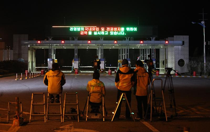 Most South Koreans to leave North Korean factory